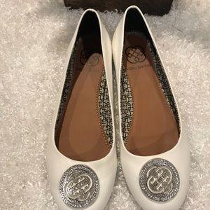 Daisy Fuentes New 6.5 White Flats